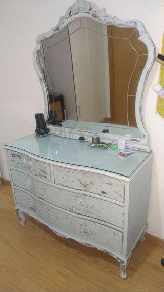 Comoda y espejo vintage restaurado