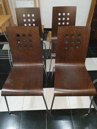 4 sillas madera marron