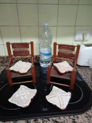 dos míni sillas artesanales antiguas