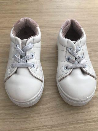 Tennis blancos talla 22 niña