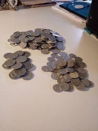 Monedas de 5, 10, y 40 céntimos