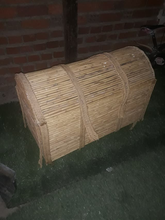 vendo baúl antiguo echo con caña