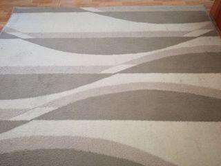 Alfombra diseño líneas onduladas.
