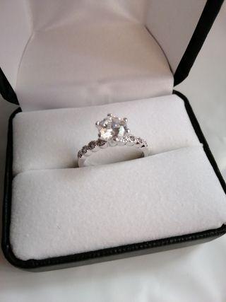 cdaf7a2b4f3d Anillo plata diamante de segunda mano en WALLAPOP