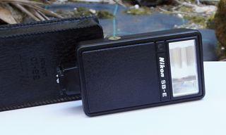 Flash Nikon SB-E incl. bolso