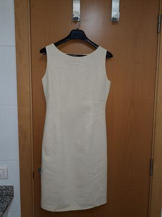 vestido de lino color crema con bordados
