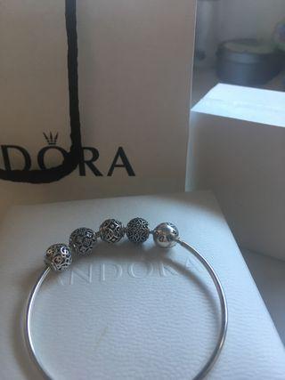 04b7d5db5767 Pulsera Pandora charms de segunda mano en Madrid en WALLAPOP