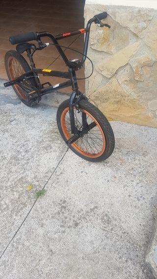 se vende bmx naranja metalizado y negra
