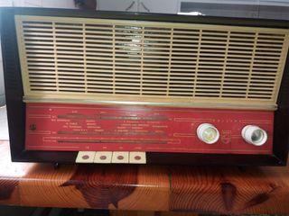 RADIO DE VÁLVULAS ANTIGUA AÑOS 60-70.