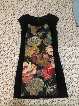 Vestido negro con flores 8€