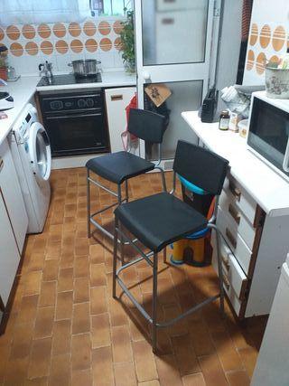 Dos sillas altas de Ikea