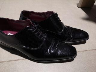 Zapatos de vestir, hombre, charol. Talla 42.
