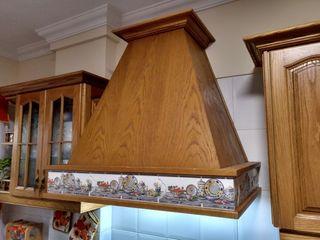 Campana de madera con extractor.