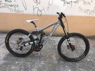 Bicicleta descenso ghost dh9000