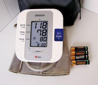 Medidor de presión arterial de brazo ONROM