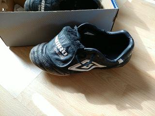 botas de fútbol umbro speciali