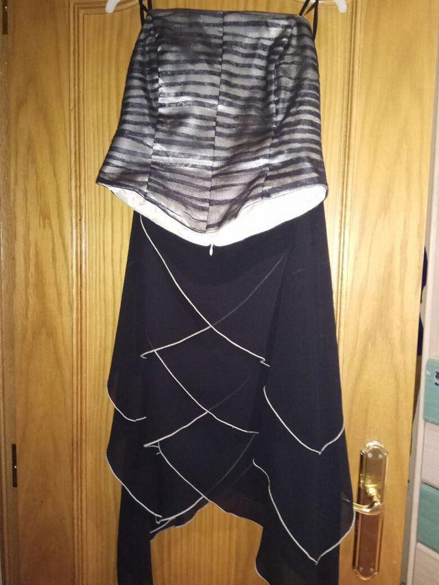 falda y corpiño,color negro y ribete en verde