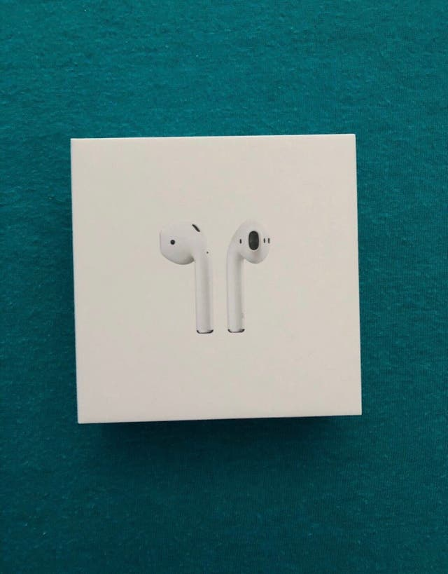 Apple airpods (2nd generation) second hand for £80 in Leeds