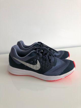 bd39b8ae333fe Zapatillas Nike mujer de segunda mano en Barcelona en WALLAPOP