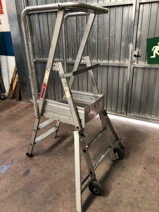 Escalera con plataforma plegable