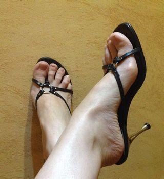 aeda95dfd28 Sandalias de tacón negras de segunda mano en Torrent en WALLAPOP