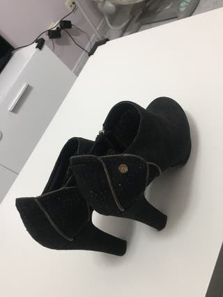 Zapatos negros xti