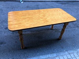 Mesa de madera buena, en perfecto estado,