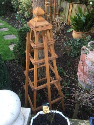 1.4m Obelisk CASH ON COLLECTION