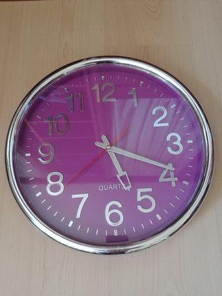 Reloj de pared morado