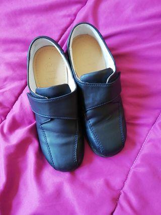 f0b6f38c Zapatos colegio de segunda mano en Valencia en WALLAPOP