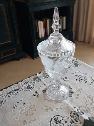 Bombonera de cristal labrado