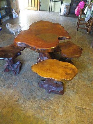 mesa y taburetes madera tropical