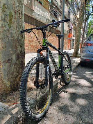 bicicleta de montaña de carbono super lijera