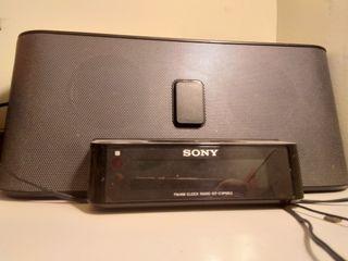 Altavoz y Radio SONY con base para iPhone 3, 4, 4S