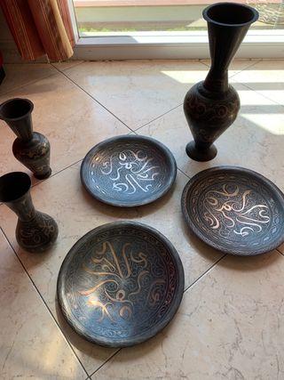 Platos y jarrón