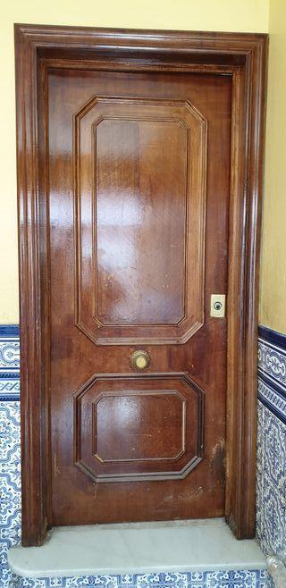 Puerta de entrada madera maciza