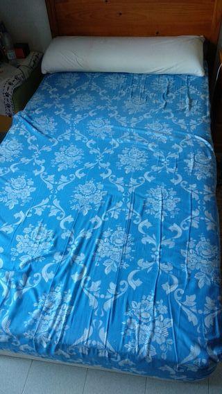 2 canapés con colchón y almohada