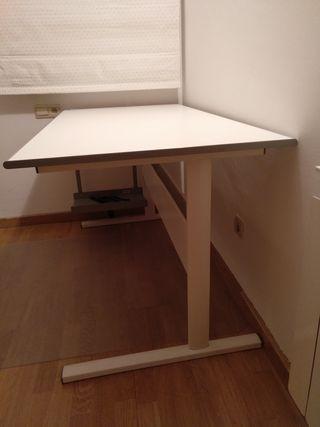 Mesa despacho Ikea de segunda mano en Barcelona en WALLAPOP