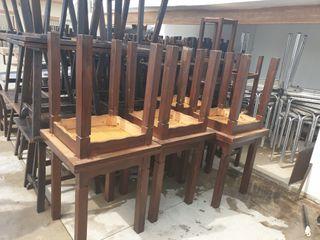 9 mesas de madera macisa