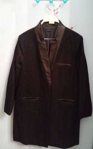 2f60a00bb37b Abrigo negro de segunda mano en Bilbao en WALLAPOP