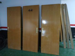 puertas de madera y blancas