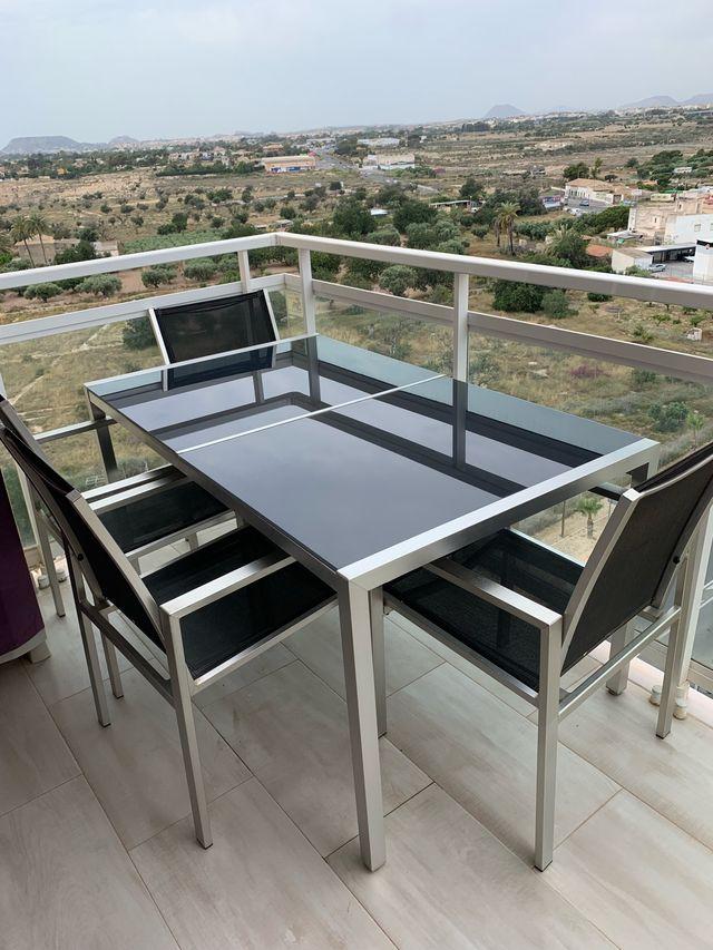 Mesa Terraza Aluminio Y Cristal Con 4 Sillas De Segunda Mano