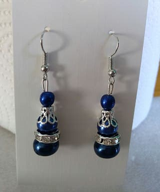 Anniversary coloured pierced earrings