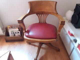 Antigua silla de escritorio de roble
