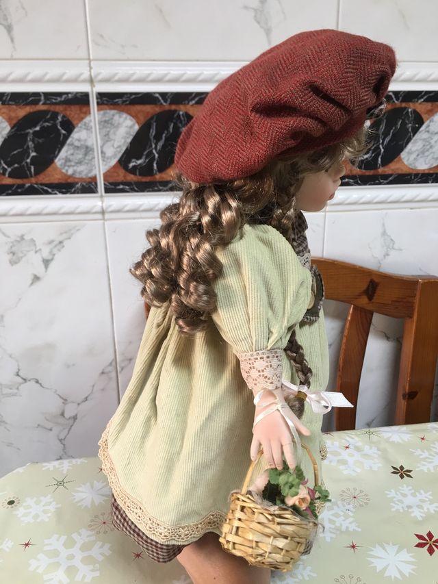 Muñeca de Porcelana Regal Arts