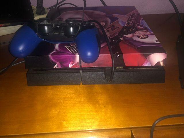 Consola PS4 customizada y juegos