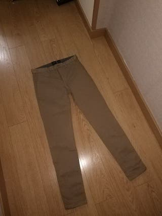 Pantalón pull and bear, skinny chico.