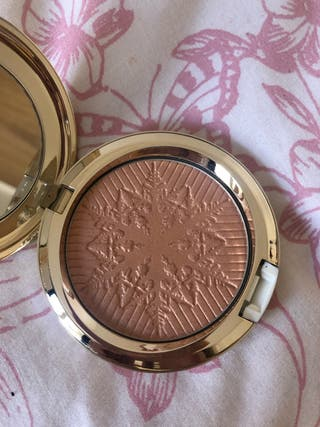 "MAC New Highlighter ""Here Comes Joy"""