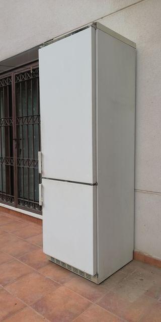 Dono frigorífico LIEBHERR para piezas o chatarra