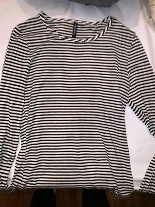 Desires long sleeve shirt